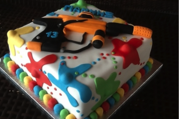 Un gâteau d'anniversaire sur le thème du paintball ? On dit oui !